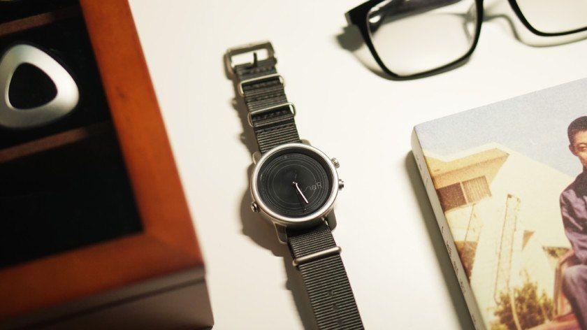 LunaR es un smartwatch que funciona con energía solar