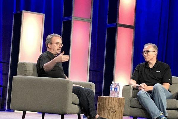 Linus Torvalds dice que el código abierto es la forma de combatir la complejidad del software